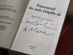 Una din cartile mele preferate cu autograful lui Salman Rushdie