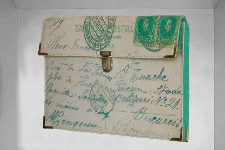 Genti cu carti postale