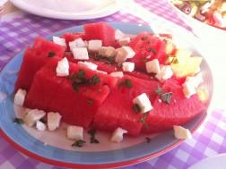 Salata cu pepene rosu, branza feta si menta